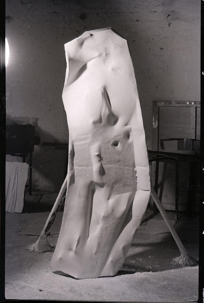 Opera Pomodoro fotografata da Paolo Monti